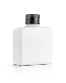 Белая пластиковая бутылка для косметического или туалетного продукта