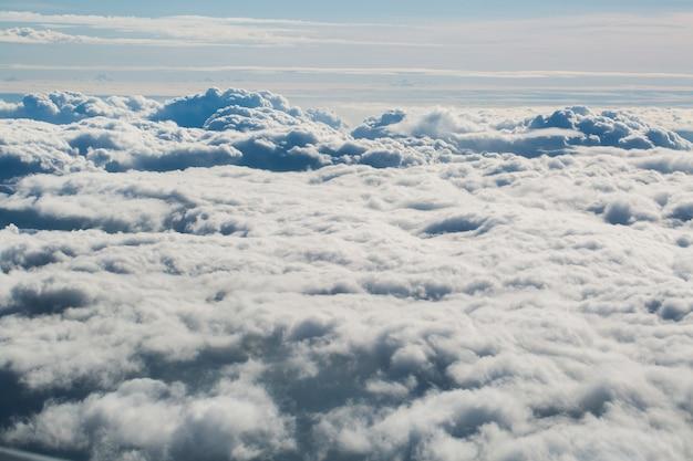 Â¡облака из иллюминатора самолета