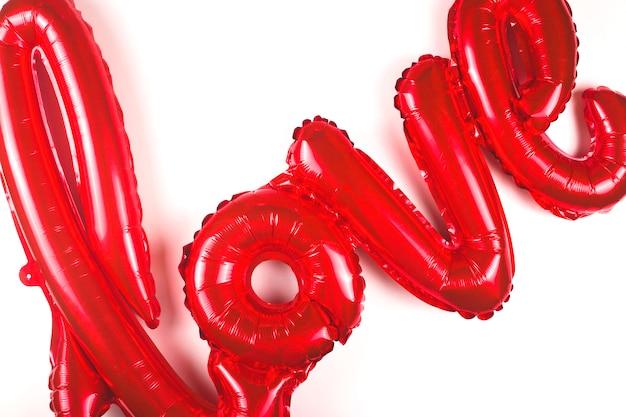 Воздушный шар в форме слова любви