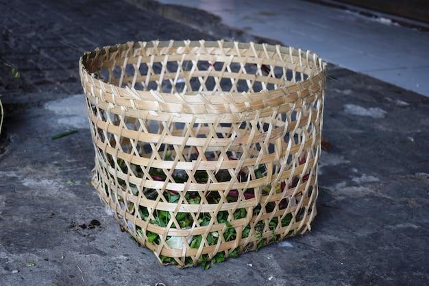 유기농 쓰레기를 담을 수 있는 대나무 바구니 용기