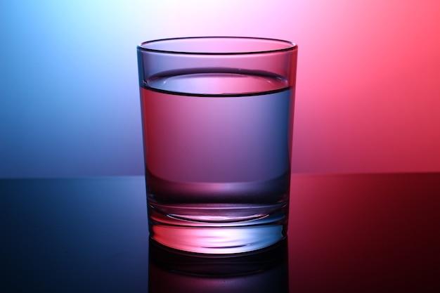 Красивый стакан воды