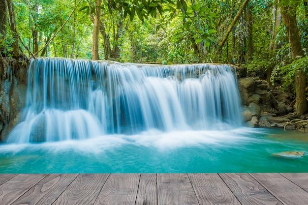 태국의 아름다운 개울 물 유명한 열대 우림 폭포