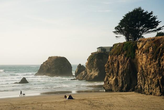 주 도로를 따라 캘리포니아 해안선의 아름다운 전망 1