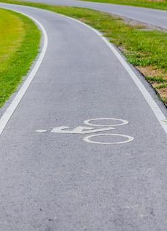 サイクリスト用の自転車専用車線