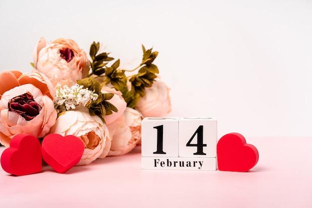 幸せなバレンタインデーという言葉が書かれた黒いスレート