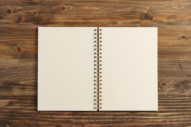 本のランキング(リスト)。テキストまたはデザインのコピースペースを使用して、背景のビジネスコンセプトおよび計画コンセプトとして使用します。