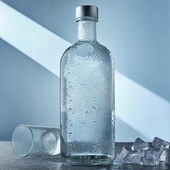 Бутылка водки и льда на столе
