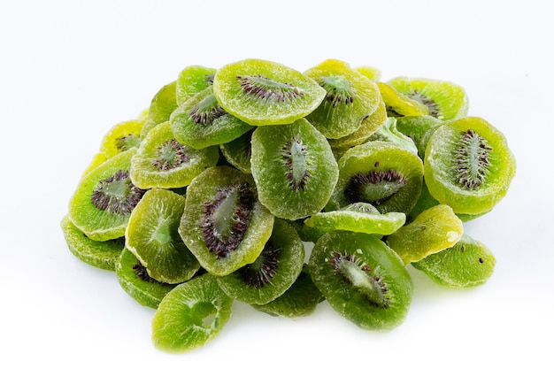 흰색 배경에 마른 키위 다발 마른 키위 과일