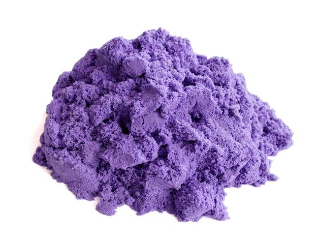 子供の創造性と発達のための白い背景の上の紫色の動的砂の束