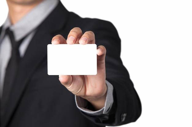 복사본에 대 한 공간을 가진 그의 이름 카드를 보여주는 사업가.
