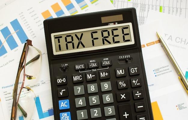 Tax freeというラベルの付いた計算機は、オフィスの財務書類にあります。
