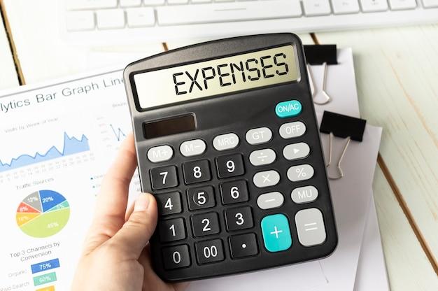 ディスプレイにexpensesという単語が表示された計算機