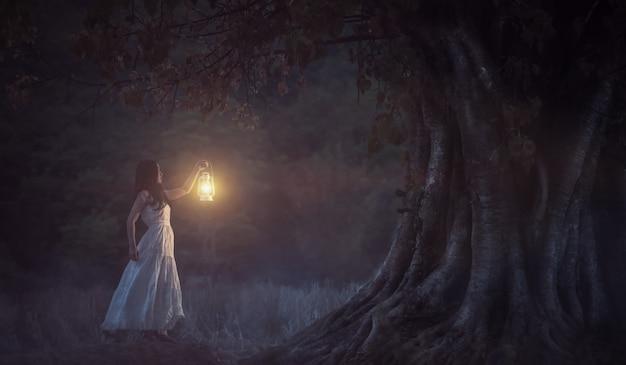 촛불은 다른 촛불을 켜서 아무것도 잃지 않습니다.