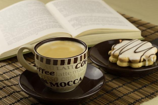 Чепчик кофе и сладкий торт