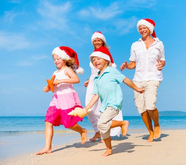 백인 가족은 여름 휴가를 즐기고있다