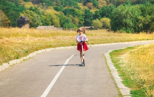 Ребенок в национальном украинском костюме