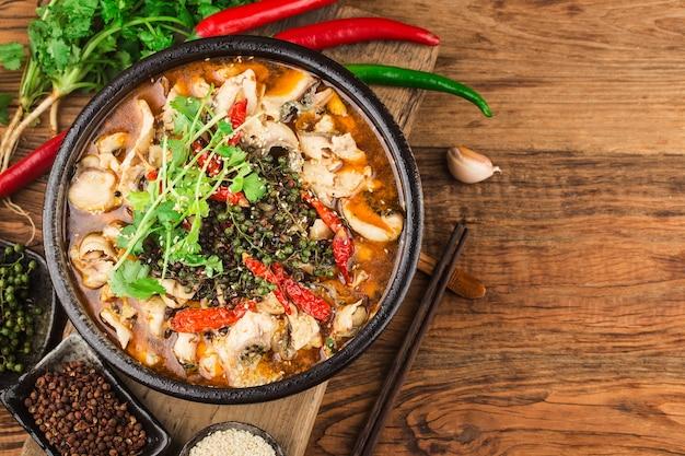 Китайский деликатес: отварная рыба.