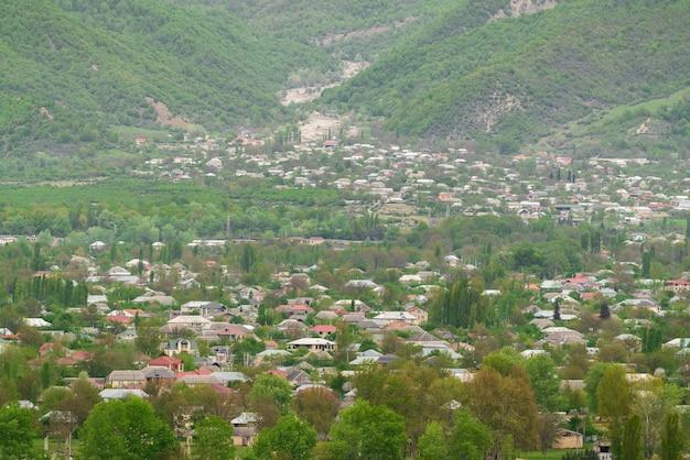 Город у подножия кавказского хребта.