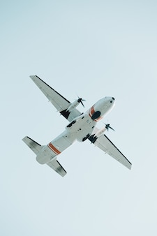 消防士の飛行機のクローズアップ