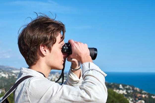 Крупный план привлекательного молодого человека из испании