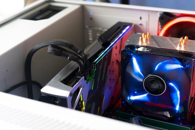 컴퓨터에 삽입된 클로즈업 비디오 그래픽 카드