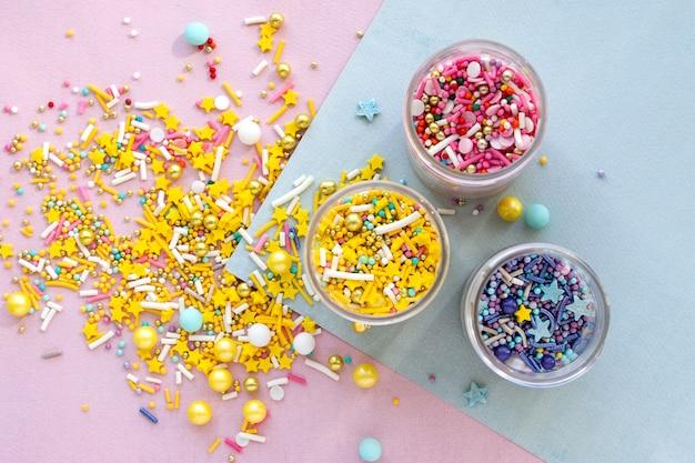 ケーキ、アイスクリーム、クッキーのスプリンクルのコレクション上面図