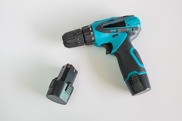 작업자 장치 도구 용 드릴이있는 충전 드릴.