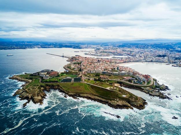 스페인 갈리시아의 코루나 반도 공중 탁 트인 전망