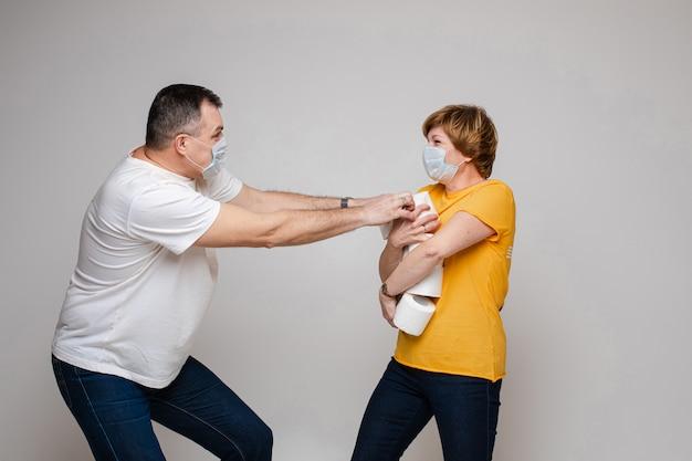종이 화장실을위한 부부 싸움