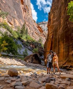 Пара в каньоне национального парка сион