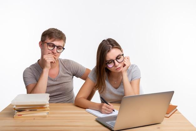 Пара учеников устали делать уроки.