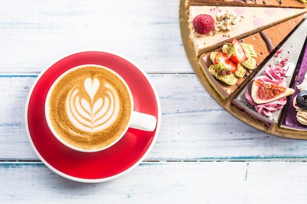 アートコーヒーcappiciinoとミニ生ケーキのカップ。