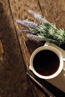 Чашка кофе концепция релаксации и хюгге