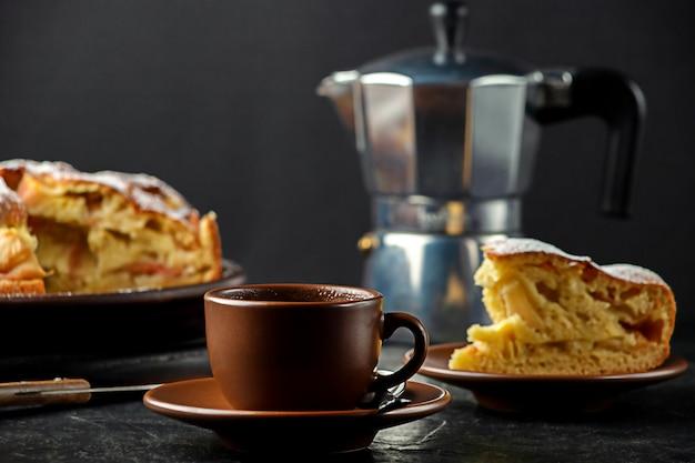 自家製アップルパイと一杯のコーヒー