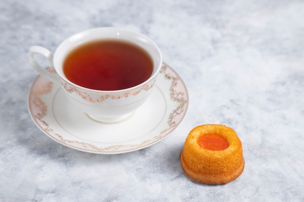 自家製アプリコットジャム拇印クッキーとお茶。