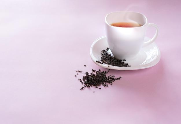 Чашка чая с семечками
