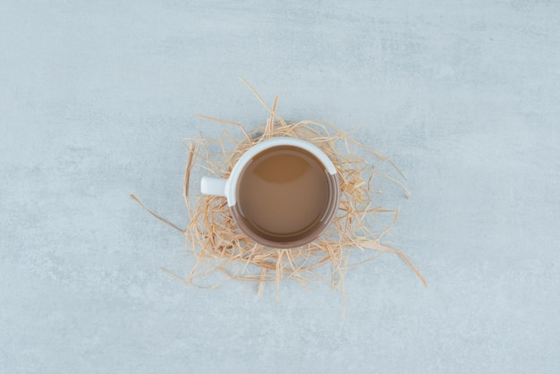 干し草のアロマコーヒーのおいしいカップ