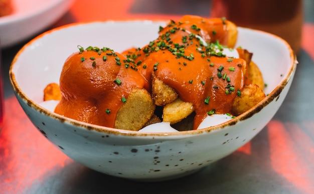 Вкусный вариант классической испанской острой картошки