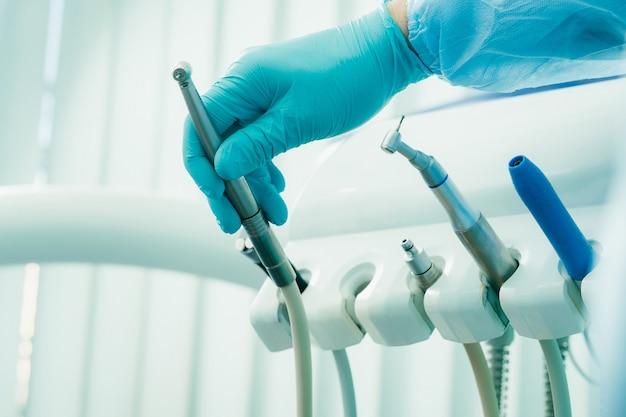 치과 사무실에서 장갑을 끼고있는 치과 의사는 작업하기 전에 도구를 보유하고 있습니다. ㅇㅇㅇ ㅇㅇㅇ ㅇㅇㅇ ㅇㅇㅇ ㅇㅇㅇ ㅇㅇㅇ ㅇㅇㅇ ㅇㅇㅇ ㅇㅇㅇ ㅇㅇㅇ ㅇㅇㅇ ㅇㅇㅇ ㅇㅇㅇ ㅇㅇㅇ ㅇㅇㅇ ㅇㅇㅇ ㅇㅇㅇ ㅇㅇㅇ ㅇㅇㅇ ㅇㅇㅇ ㅇㅇㅇ ㅇㅇㅇ ㅇㅇㅇ ㅇㅇㅇ ㅇㅇㅇ ㅇㅇㅇ ㅇㅇㅇ ㅇㅇㅇ ㅇㅇㅇ ㅇㅇㅇ ㅇㅇㅇ ㅇㅇㅇ ㅇㅇㅇ ㅇㅇㅇ ㅇㅇㅇ ㅇㅇㅇ ㅇㅇㅇ ㅇㅇㅇ ㅇㅇㅇ ㅇㅇㅇ ㅇㅇㅇ ㅇㅇㅇ ㅇㅇㅇ ㅇㅇㅇ ㅇㅇㅇ ㅇㅇㅇ ㅇㅇㅇ ㅇㅇㅇ ㅇㅇㅇ ㅇㅇㅇ ㅇㅇㅇ ㅇㅇㅇ ㅇㅇㅇ ㅇㅇㅇ