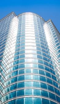 사무실 건물 창 배경의 세부 샷