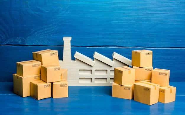 식물과 많은 상자의 작은 입상. 상품 과잉 생산의 개념