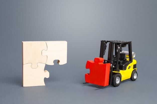 フォークリフトが不足しているパズルのピースを拾い上げます組織と体系化のステップバイステップの説明