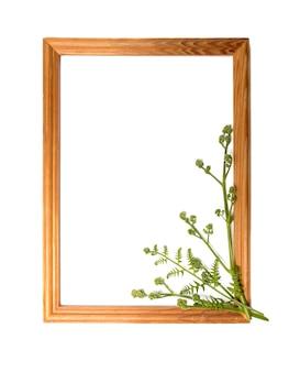 흰색 표면에 텍스트 및 광고를 위한 장소가 있는 디자인용 꽃 프레임