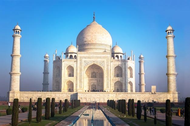 인도 우타르프라데시주 아그라, 일출 시 타지마할의 신선하고 깨끗한 전망
