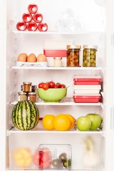 ヘルシーな商品がいっぱいの冷蔵庫
