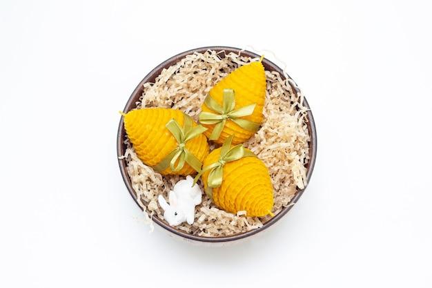 부활절 달걀 모양의 인테리어를위한 3 개의 노란색 장식 천연 밀랍 꿀 양초의 선물 세트