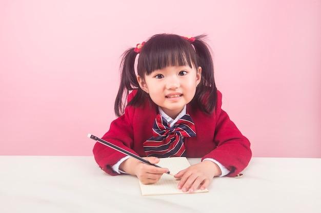 숙제를하는 소녀