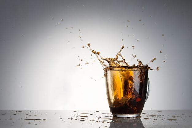얼음과 콜라 한 잔
