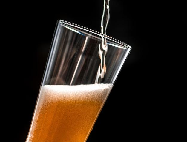 시원한 맥주 매크로 사진 한 잔