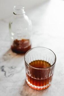 Стакан холодного кофе и бутылка